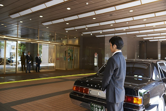 Private limousine service to ryokans in Mt. Fuji Lake Kawaguchi Onsen with an English speaking driver | SELECTED ONSEN RYOKAN