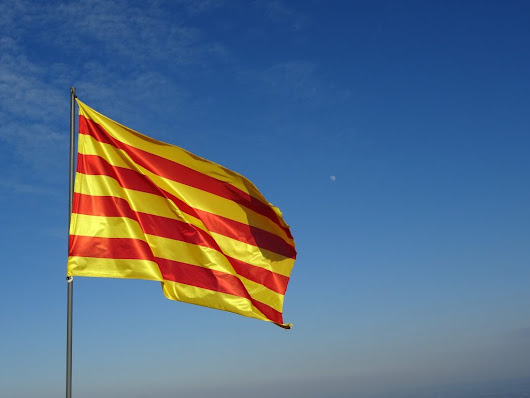 A Tourist's Guide to Basic Catalan (Words and Phrases, Politics, and Traditions)