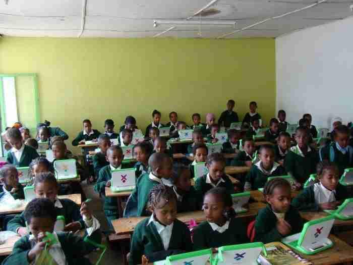 Το απίστευτο πείραμα του Νεγροπόντε: Αναλφάβητα 5χρονα παιδιά χακάρουν το Android