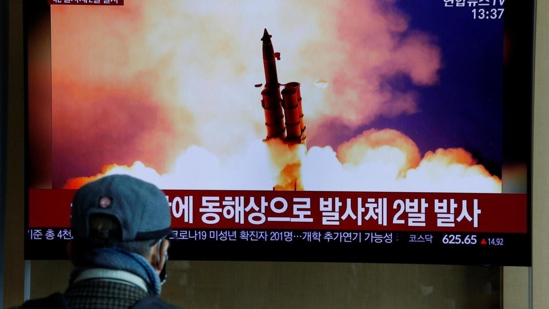 Đài truyền hình Hàn Quốc đưa tin về vụ bắn tên lửa Bắc Triều Tiên ngày 02/03/2020.