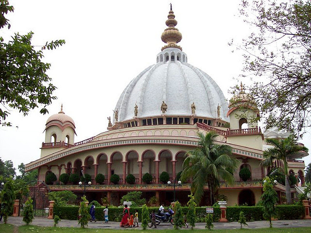 http://westbengaltouristplaces.files.wordpress.com/2012/11/the-iskcon-temple-mayapur.jpg