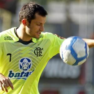 http://e.i.uol.com.br/esporte/futebol/2010/07/12/correa-domina-a-bola-durante-treinamento-do-flamengo-1278986295709_300x300.jpg