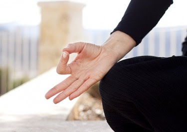 stretch-ring-finger-thumbs-maintain-seconds-reasons-youll-love2