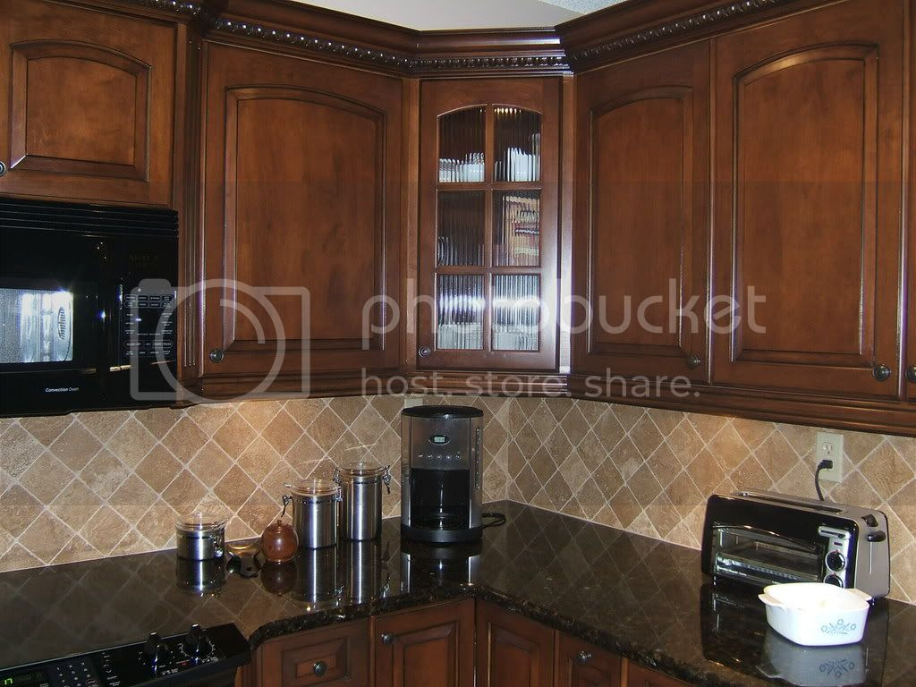 Anyone have cherry stained cabinets w/ new venetian gold granite ...