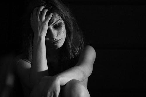 Suicídio O corte. A dor. O sangue escorrendo. A esperança perdida, o amor acabado, sentimento em vão. A derrota, a falta de vontade, vontade de viver. O querer, querer da morte! Depressão nada mais resta.. apenas, nostalgias… Sentimentos que não se...
