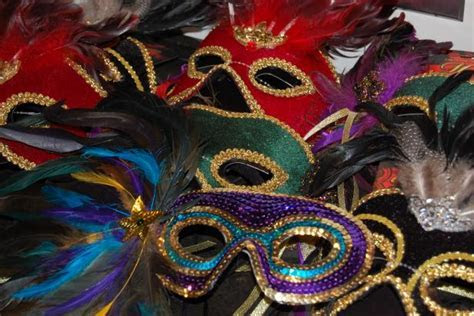 Ideas For Throwing a Mardi Gras Masquerade Party   DIY