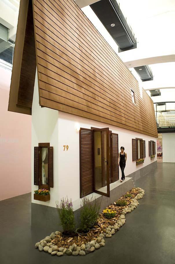 Καλλιτέχνης έχτισε το πιο στενό σπίτι στον κόσμο (1)