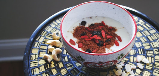 Healthy Oatmeal with Chia, Goji and Golden Berries