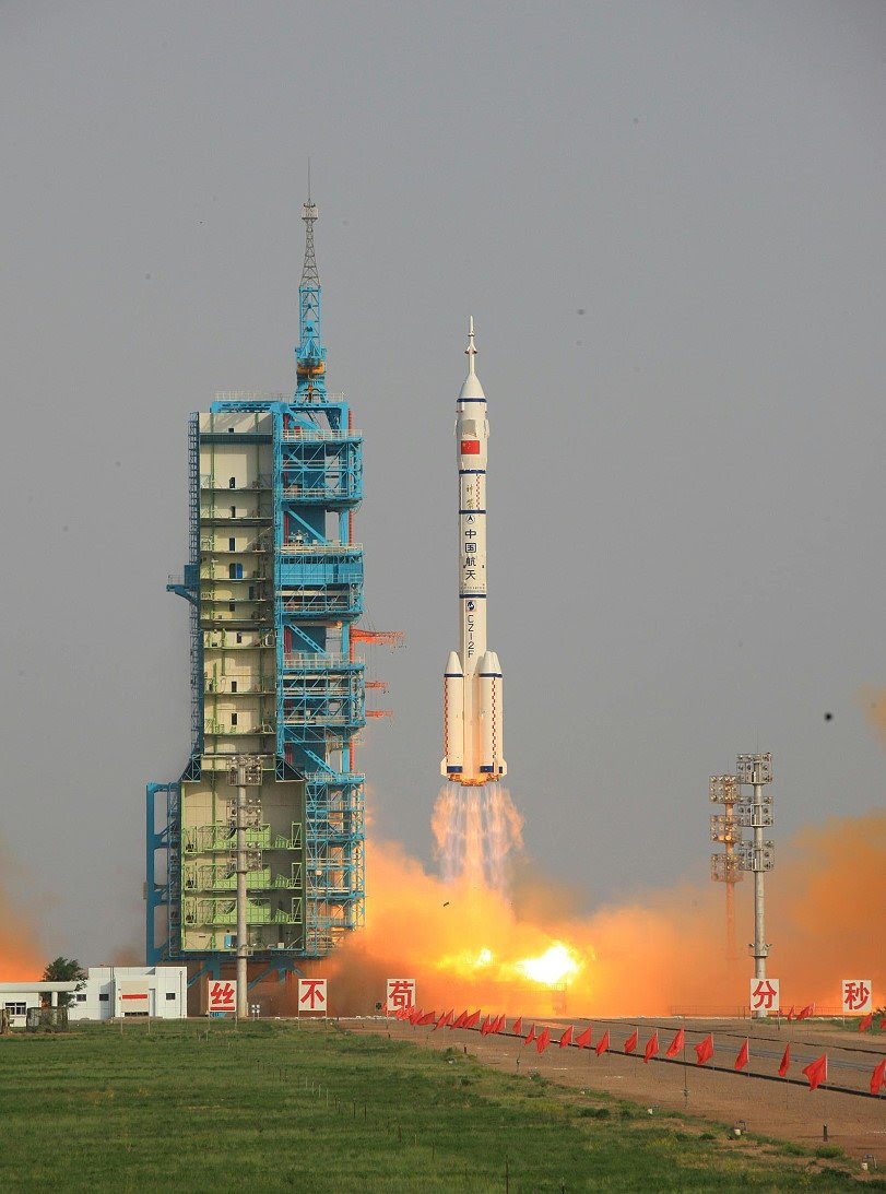 Jun16-2012-Shenzhou9-liftoff