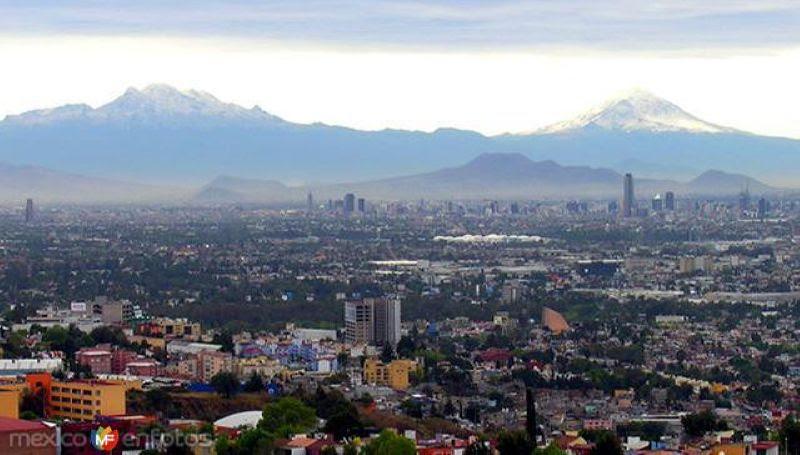 Fotos de Ciudad de México, Distrito Federal, México: Vista de los volcanes Iztaccíhuatl y Popocatépetl