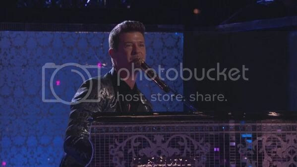 Watch: Robin Thicke performs 'Feel Good' on 'The Voice'...