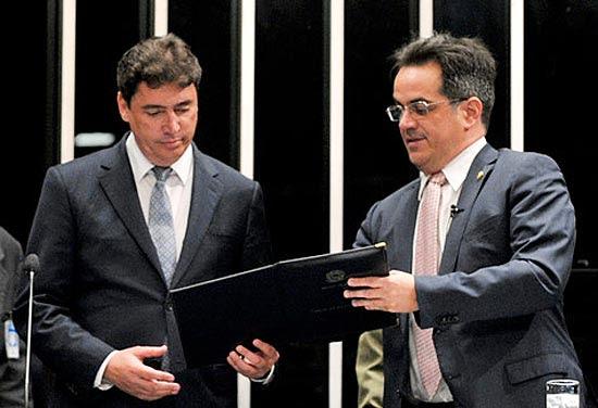 Wilder Morais, primeiro suplente do senador cassado Demóstenes Torres, ao tomar posse no Senado