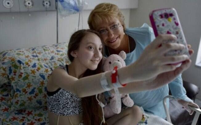 Depois da publicação de vídeo com apelo, a própria presidente Bachelet foi visitar Valentina no hospital