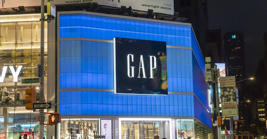 With Clothes Piling Up, Gap Leans on Heavy Discounts to Clear Stores - WSJ
