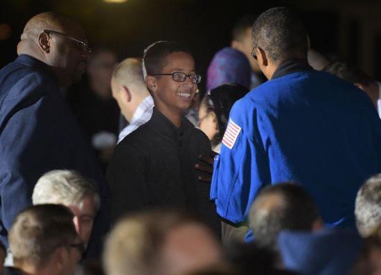 Hình ảnh Tổng thống Obama gặp cậu bé Hồi giáo chế bom đồng hồ số 1