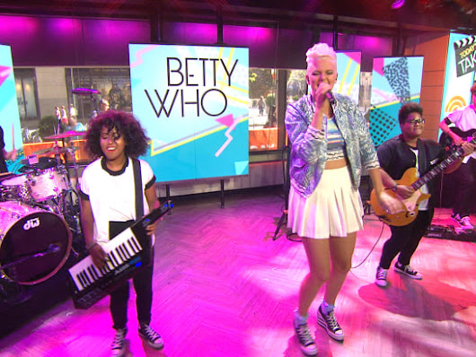 Betty Who performs 'Somebody Loves You' on TODAY