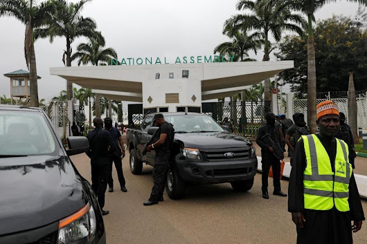 Nigerian security agents blockade parliament, chief later fired | Reuters | African Current Affairs