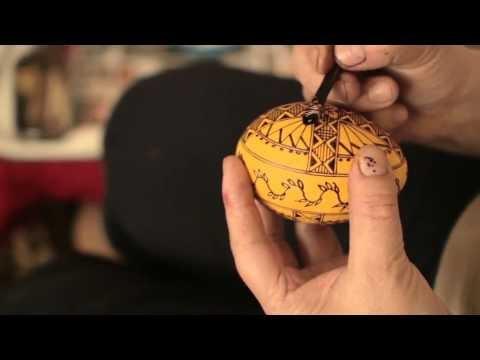 [VIDEO] Încondeietoarea de ouă de la Ciocăneşti