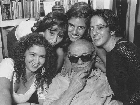 EN FAMILIA. Con algunas de sus nietas. (Eduardo Longoni)