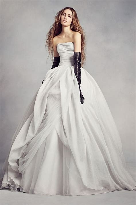 Vera Wang News, Articles, Stories & Trends for Today