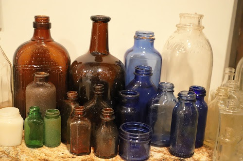Diggin' Old Bottles - The Journal of Antiques and Collectibles