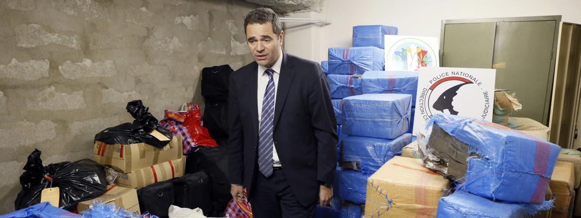 François Thierry, directeur del'Office central pour la répression du trafic illicite de stupéfiants, lors d'une saisie de 2,5 tonnes de cannabis à Nanterre (Hauts-de-Seine),le 14 décembre 2012.