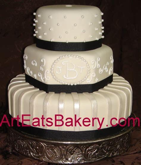 Amazing black and white fondant wedding cakes   arteatsbakery