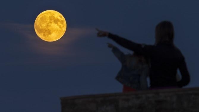 Lluna plena des de Sant Julià de Ramis (Jordi Araus)