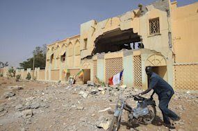 France seeks UN peacekeepers as Mali rebels hit back