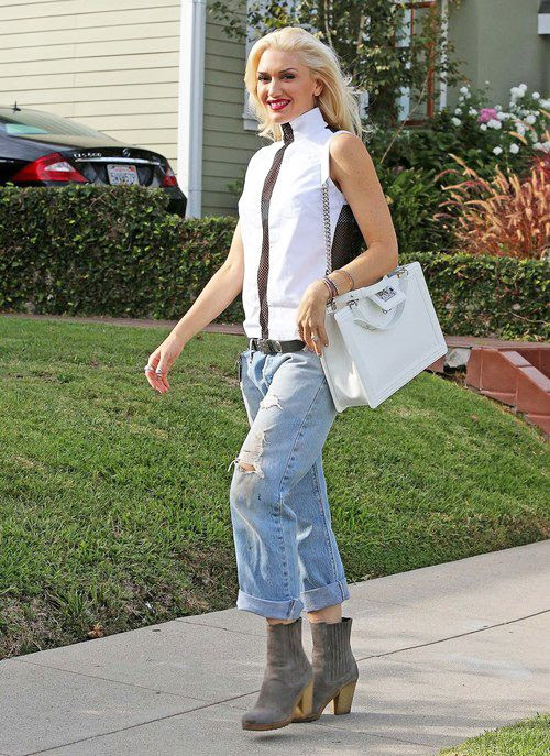 photo Gwen-Stefani-with-Chanel-White-Boy-Bag-Tote-3_zps82305d36.jpg