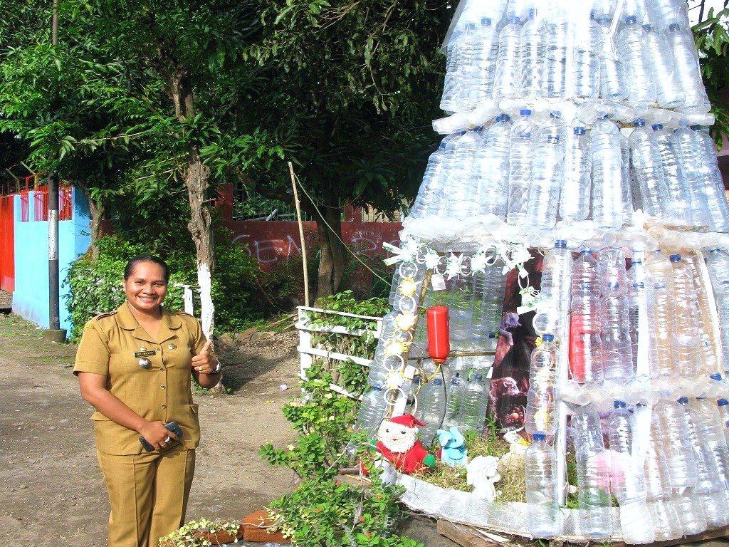 Pesona Pohon Natal Berbahan Daur Ulang ala Nangalimang