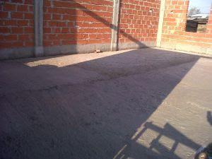 Fase final da instalação do contra piso.