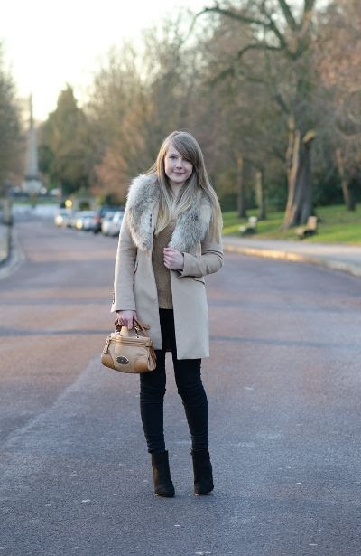 Lorna Burford from Raindrops of Sapphire wearing Levi's Black Skinny Jeans