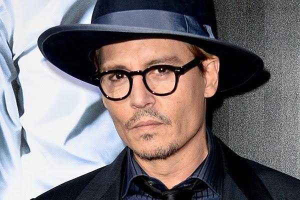 """Para Johnny Depp, a objetificação das celebridades é um grande problema. """"Eu não quero ser um produto. Claro que eu quero que os filmes que faço tenham bons resultados, mas não quero saber quem está em alta e quem não está, quem está ganhando quanto e quem está dormindo com essa ou aquela mulher"""", afirmou o ator para a Esquire. """"Eu quero ser ignorante em relação a tudo isso. Quero ficar de fora e longe de tudo isso."""" (Foto: Getty Images)"""