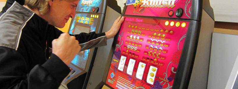 4/8/ · Are Slot Machines Rigged.Ever since slot machines first became available online, there have always been discussions about whether the machines are fixed or not.In that case, we are here to put an end to this popular question and point out 5 things you should know about.