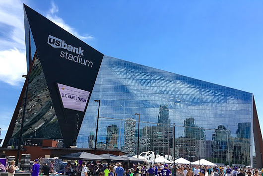 Minneapolis – Transportation to Minnesota Vikings Games : Renee's Royal Valet Twin Cities Limousine