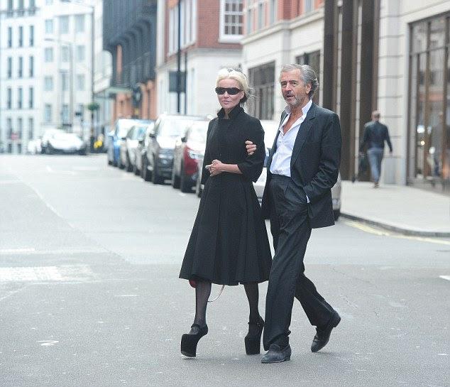 Daphne & Bernard são vistos deixando o centro de Londres restaurante Cipriani restaurante e se dirigiu para o hotel Claridges nas proximidades