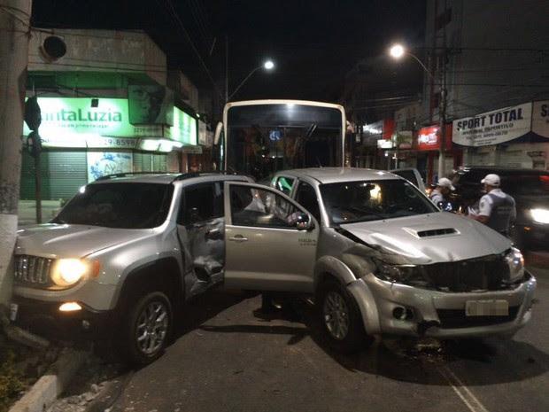 Veículo roubado de delegado colidiu com o de coronel da PM (Foto: Guilherme Ferrari/ A Gazeta)