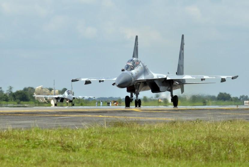 http://static.republika.co.id/uploads/images/inpicture_slide/dua-pesawat-jet-tempur-sukhoi-milik-tni-angkatan-udara-_160328145622-650.jpg