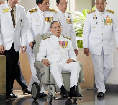 泰王普密蓬近年身体反复无常,健康状况不稳定。