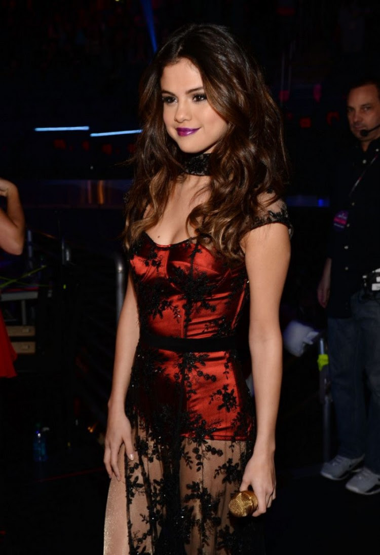 Selena-Gomez-Performs-at-Z100-Jingle-Ball-in-New-York-Image-Pictures-5
