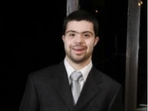 Resultado de imagem para João Vitor tem 25 anos e passou no vestibular na primeira tentativa