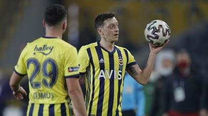 Озил высказался в поддержку Сака после промаха с пенальти в финале Евро-2020: немногие пошли бы на такое