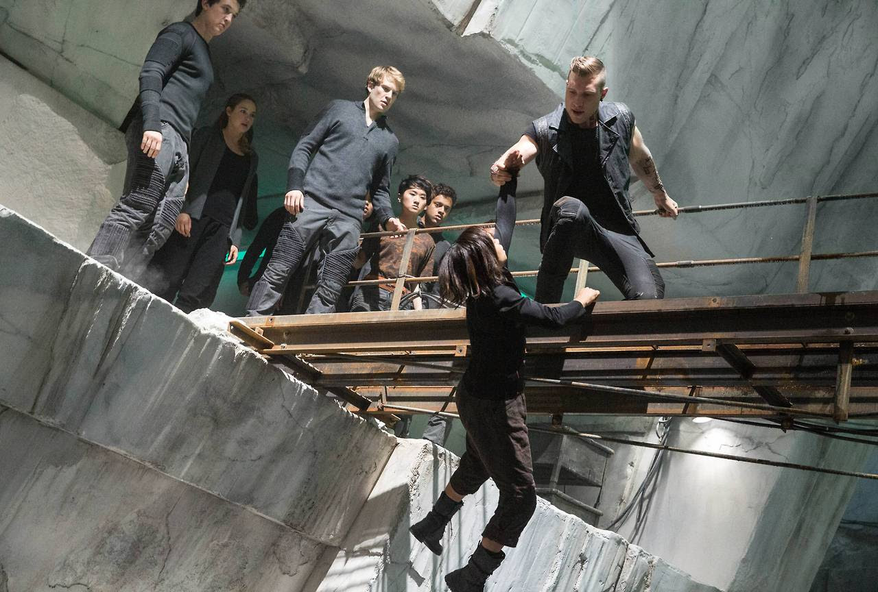 http://fandomnetnews.files.wordpress.com/2014/03/divergentstill2.jpg