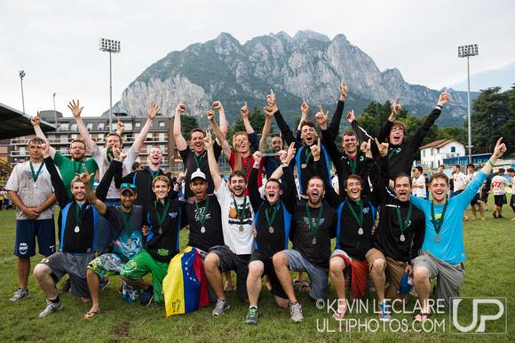 UltiPhotos: WUCC 2014 - Awards &emdash; Ranelagh Team Photo (Open Spirit Winners) - WUCC Saturday Awards