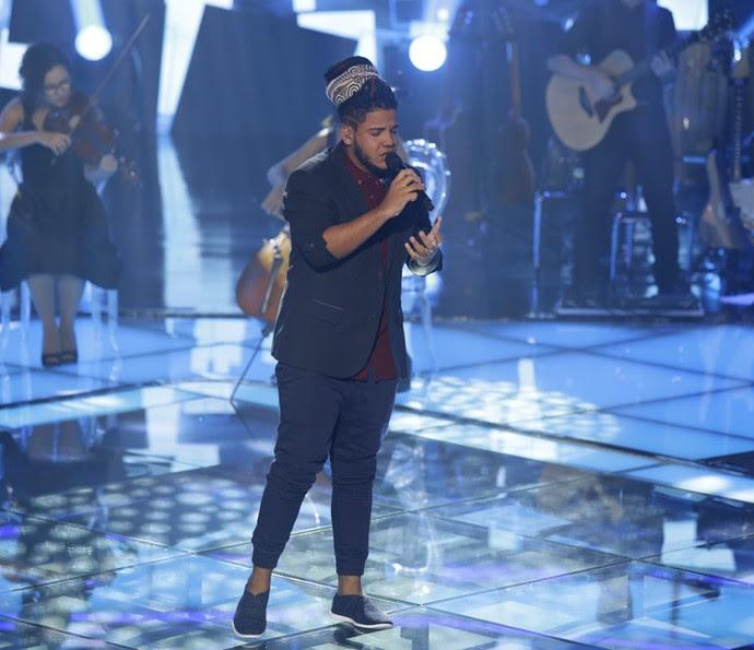 Afonso Cappelo cantou em italiano pela segunda vez no 'The Voice' (Foto: Artur Meninea/Gshow)