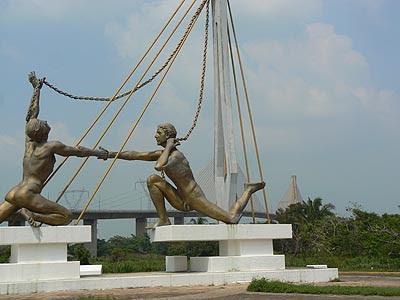 pont et statues.jpg