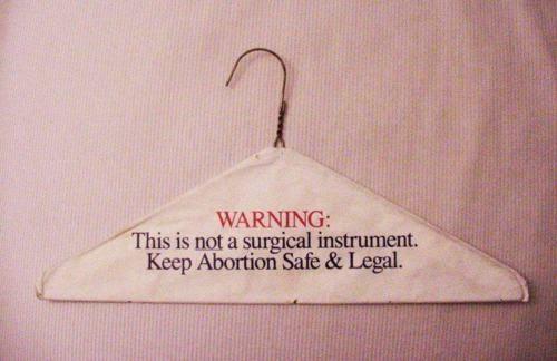 Attenzione! Questo non è uno strumento chirurgico. Rendi l'aborto sicuro e legale
