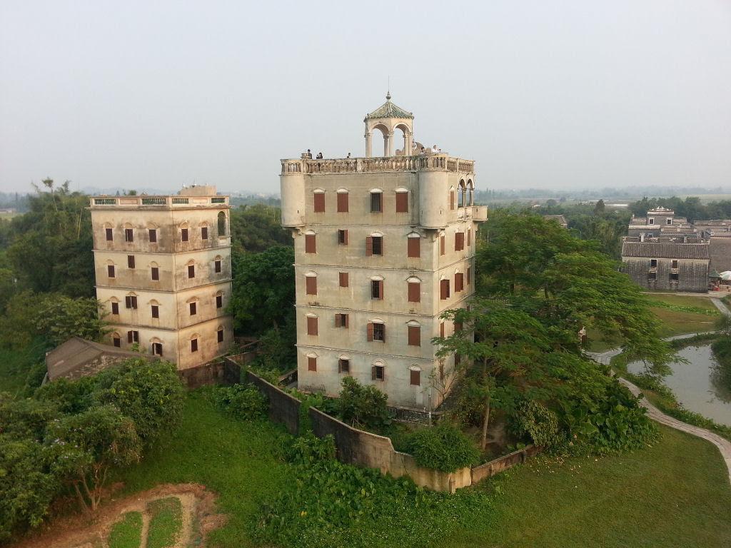 Torres no estilo europeu foram erguidas no meio da China 04