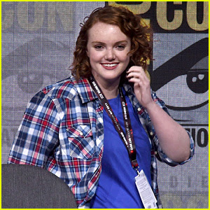 Shannon Purser Surprises 'Stranger Things' Cast at Comic-Con, Learns Barb's Fate (Video)